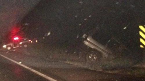 Caminhonete capota em rodovia de Ibitinga e deixa quatro feridos