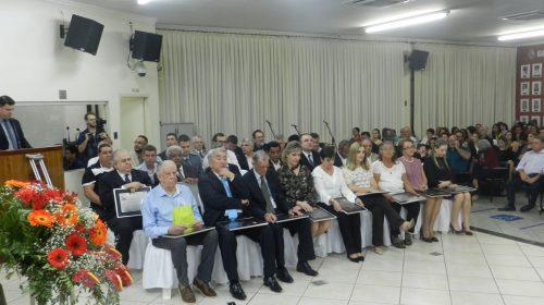 Câmara de Taquaritinga realiza sessão solene de entrega de títulos e diplomas