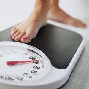 Nove sinais de que seu corpo está cheio de toxinas e fazendo você ganhar peso