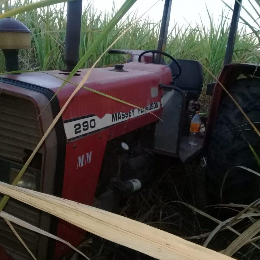 Trator roubada é recuperada em área rural de Taquaritinga