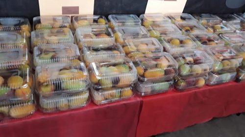 Creches municipais também recebem chocotones e cestas de frutas