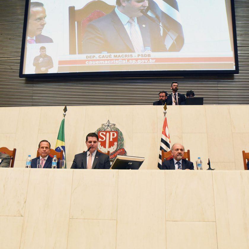 Deputados eleitos para a 19ª Legislatura tomam posse na Alesp