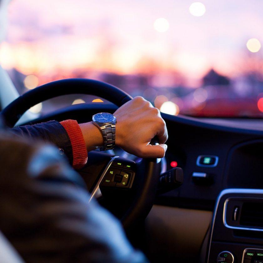 Tendência:crise e novo comportamento reduzem interesse dos jovens em dirigir