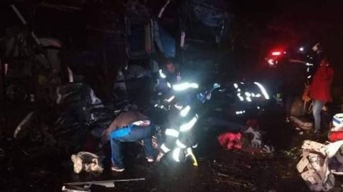Tragédia:Ônibus capota e deixa ao menos 11 mortos em Campos do Jordão