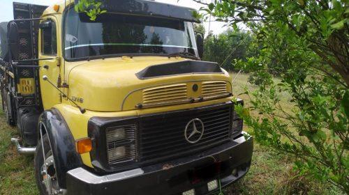 Caminhão roubado com carga de açúcar é encontrado no meio de um canavial
