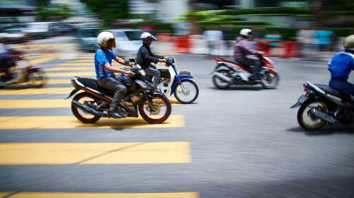 5 infrações de moto que causam suspensão direta da CNH