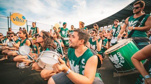 Estudantes de medicina da USP trocam estetoscópio por tamborim no Pré-Carnaval do Bloco Califórnia